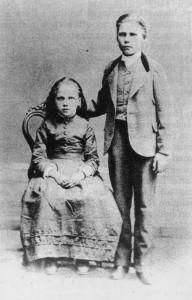 Marias barn Anna och Theodor Moberg, 8 och 12 år gamla.