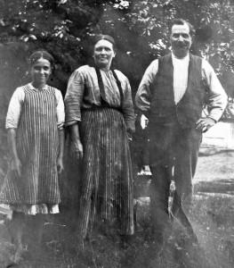 Torborg Johansson (f. Bengtsson), Anna Bengtsson och Anders Bengtsson. Foto från omkring 1920.