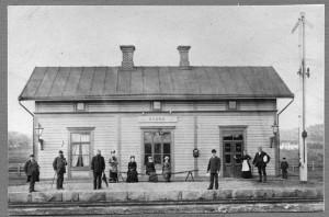 """Skene station år 1881. Jvm.KDAJ03786, <a href=""""http://samlingsportalen.se"""">Sveriges Järnvägsmuseum</a>."""