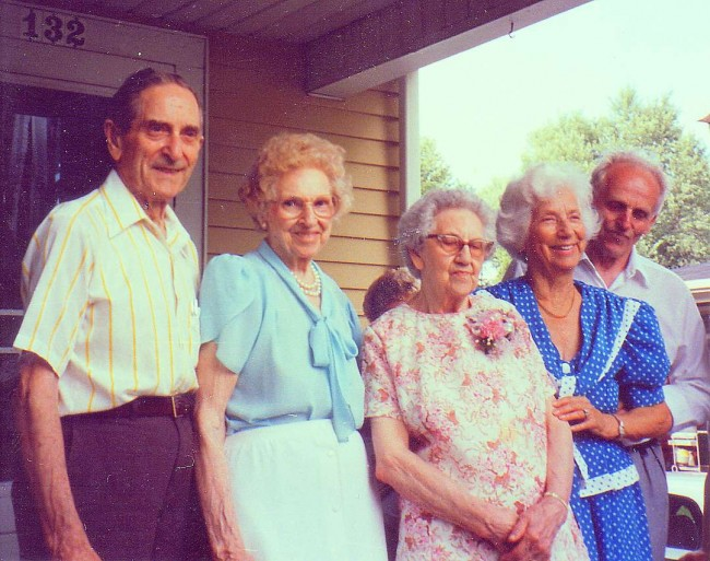 Fridolf med fyra syskon vid Linneas 90-årsdag 1994. På bilden Fridolf, Ingeborg, Linnea, Signe och Gösta. Alla utom Gösta hade emigrerat till USA.