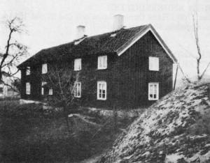 Gamla Skene Deragården. Manbyggnaden uppfördes efter en brand som härjade Deragården den 13 febr 1816. Huset revs 1945.
