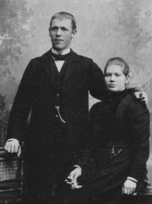 Johan och hustrun Lotta Johansson omkring år 1900.